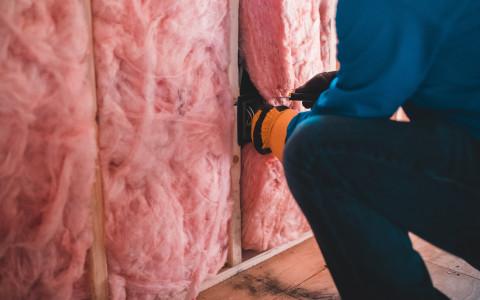 Isolation des combles : faut-il utiliser de la laine de verre ?